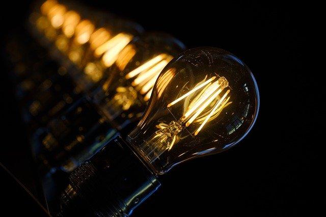 Heb je een elektrische auto gekocht? Kijk goed naar jouw energiecontract!